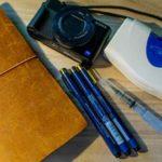 コンデジとスケッチブックと水彩絵の具